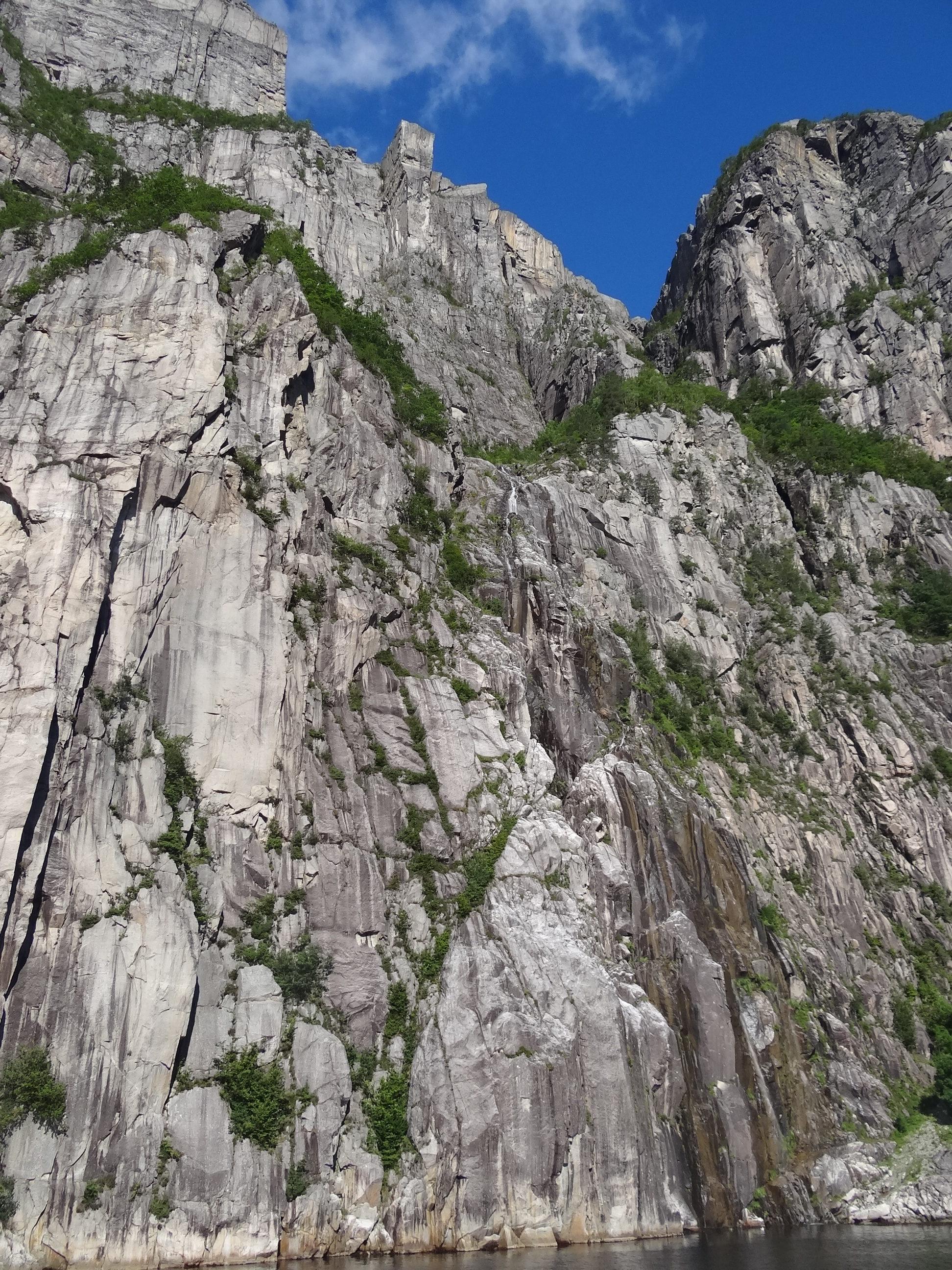 preikestolen widziany z dolu atrakcje norwegia