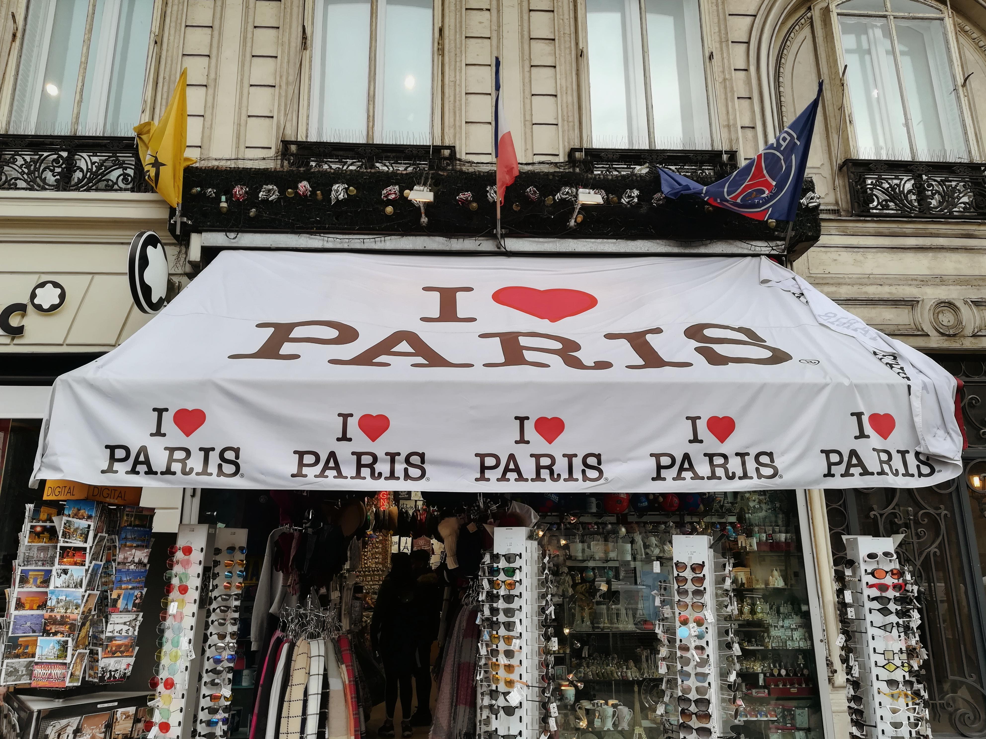Zwiedzanie Paryża - pola elizejskie